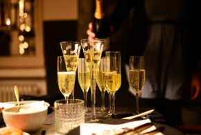 Vælg den rigtige vin til festen